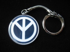 Vintage Key Ring, Peace and love on black background, set in resin