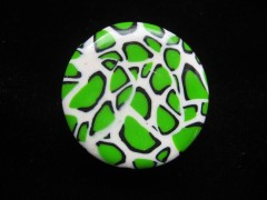 Adjustable round ring, green and white leopard pattern, in fimo